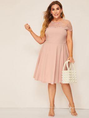 Размер плюс расклешенное платье с кружевной вставкой