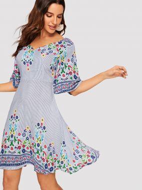 Полосатое платье с рукавом-кимоно и цветочным принтом