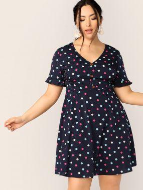 Платье в горошек с пуговицами размера плюс