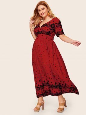 Платье в горошек с цветочным принтом и глубоким V-образным вырезом размера плюс