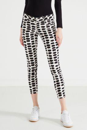 Белые джинсы с контрастным рисунком