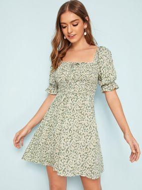 Цветочное платье с пышными рукавами и узлом