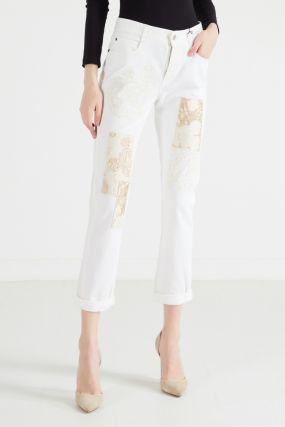 Белые джинсы с вышивкой и аппликациями
