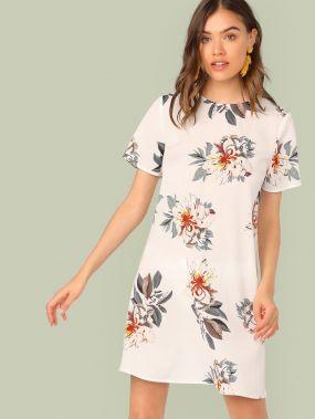 Платье с цветочным принтом и коротким рукавом