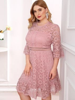 Кружевное платье с разрезом размера плюс