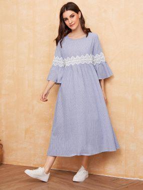 Полосатое платье с кружевной отделкой