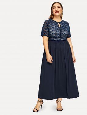 Расклешенноекружевное платье размера плюс