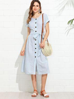 Платье с полосками и пуговицами с поясом