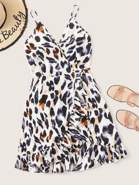 Платье на бретелях с леопардовым принтом и оборками