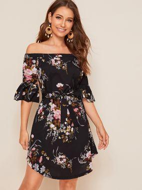 Платье с открытыми плечами, цветочным принтом и поясом