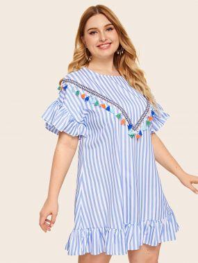 Платье в полоску размера плюс с оригинальным рукавом и бахромой