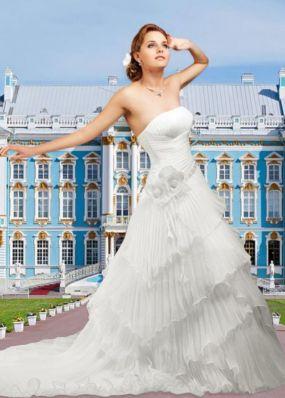 Свадебное платье с оригинальной юбкой NPV017