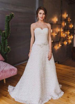 Свадебное платье с заниженной талией и оригинальной юбкой NPV027