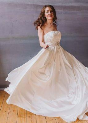 Свадебное платье из тонкого атласа NPV018