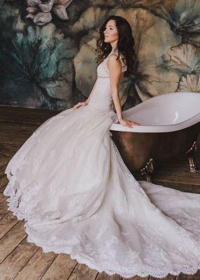 Свадебное платье с открытой спиной и шлейфом NPV025
