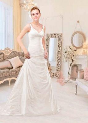 Атласное свадебное платье с вырезом NPV002