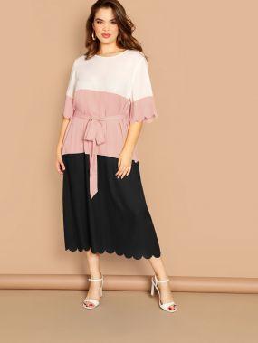 Размер плюс контрастное платье с поясом и фигурной отделкой по краю