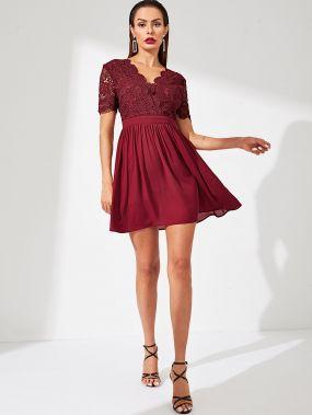 Кружевное облегающее платье-клёш