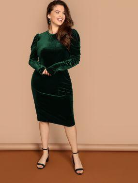 Размер плюс приталенное бархатное платье с оригинальным рукавом