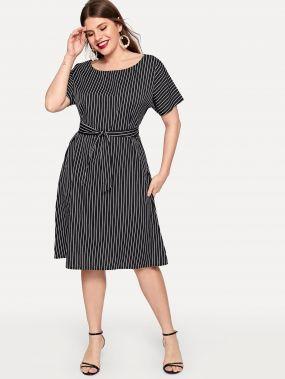 Размера плюс полосатое платье с поясом