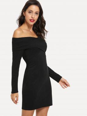 Простое платье с открытыми плечами