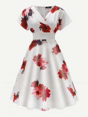 Платье в стиле 60-х годов с цветочным принтом