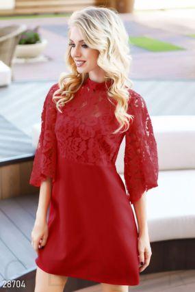 Трендовое платье с гипюровым верхом