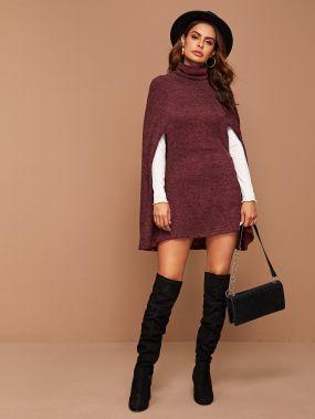 Вязаное платье-кейп с высоким вырезом