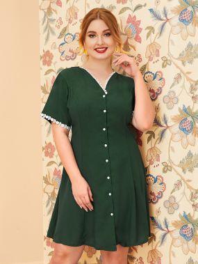 Однобортное платье размера плюс с v-образным вырезом и кружевной отделкой