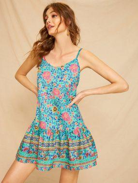 Платье на бретелях с цветочным принтом и оборками