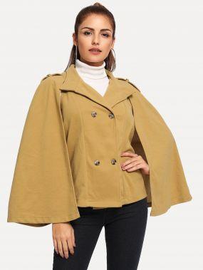 Двубортное пальто с пончо-рукавом