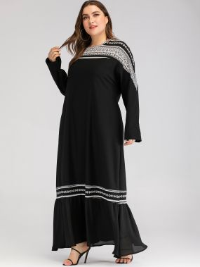 Длинное платье с модным принтом и оборками размера плюс