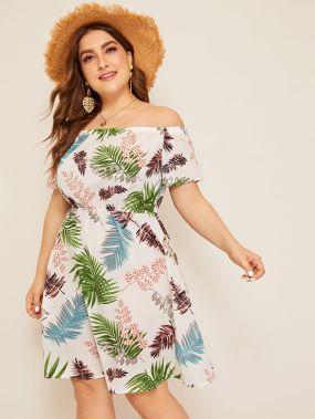 Платье размера плюс с открытыми плечами и лиственным принтом