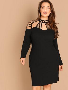 Платье карандаш с ажурным вырезом размера плюс