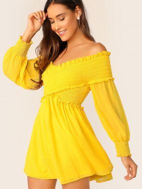 Неоновое желтое платье на запах с открытыми плечами
