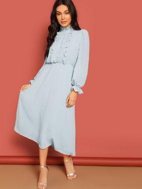 Платье с кружевной отделкой и пуговицами и оборками