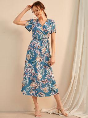 Платье на запах с завязкой и цветочным принтом