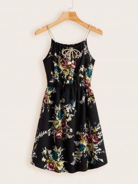Платье на бретелях с цветочным принтом и завязкой на шее