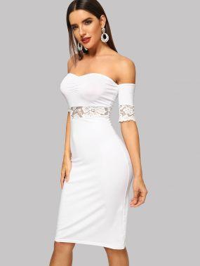 Облегающее платье с открытыми плечами и кружевом