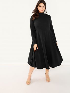 Платье клеш со стоячим вырезом размера плюс