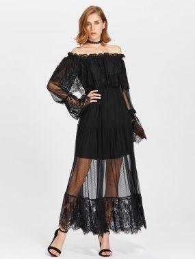 Модное кружевное платье с открытыми плечами