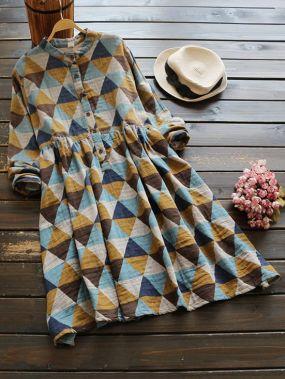 Модное платье-рубашка с графическим принтом