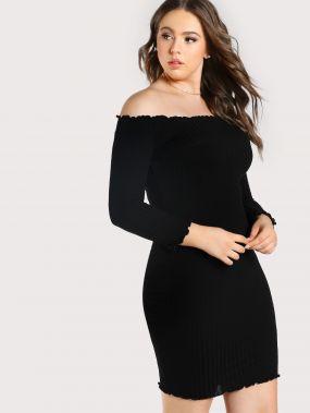 Модное вязаное платье с открытыми плечами