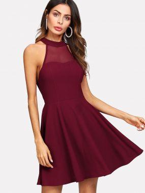 Модное платье с сетчатой вставкой и открытой спиной