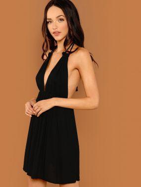 Платье С Холтером Открытой Спиной И Глубоким Вырезом