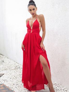 Платье с открытой спиной и глубоким вырезом
