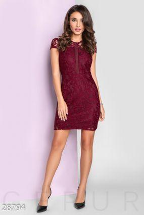 Вечернее платье из гипюра