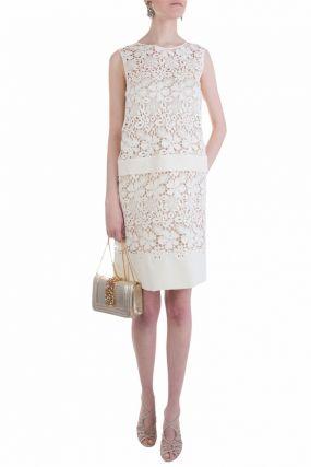 Белое платье из кружевной ткани