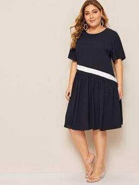 Контрастное платье с оборками размера плюс