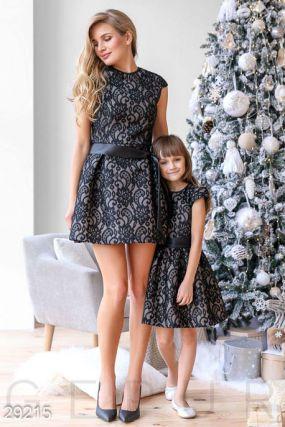 Платье-мини с вышивкой